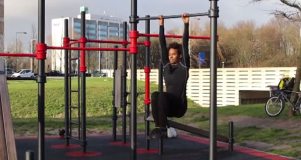 Knee-Raise-Calisthenics-Workout