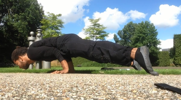 Straddle-Elbow-Planche